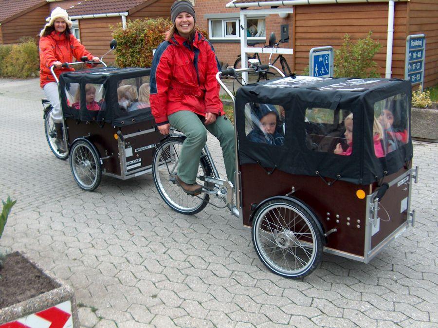 Billedet Ladcykel til 4 børn,med dør og EL-motor