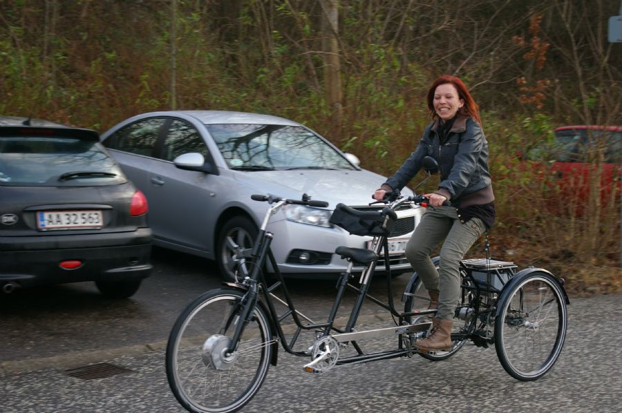 Billedet 3-hjulet Handicaptandem med el-motor.