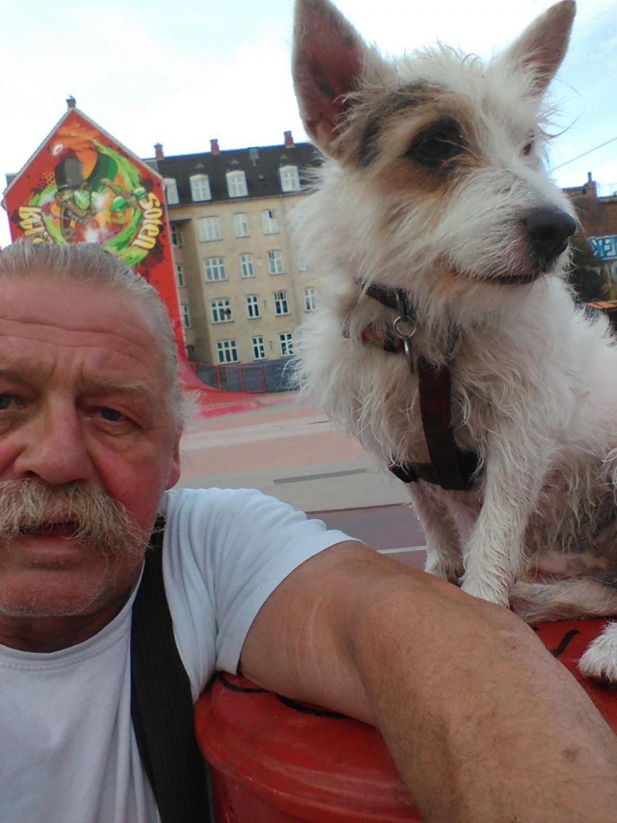 Billedet Den røde plads Balder og mig.