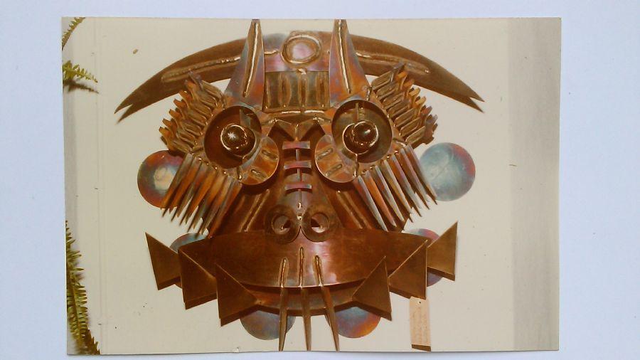 Billedet Maske i rustfrit står som er brændt.
