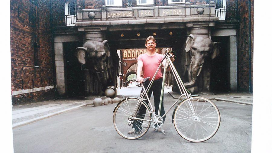 Billedet Foran Carlsbergs elefanter 1983