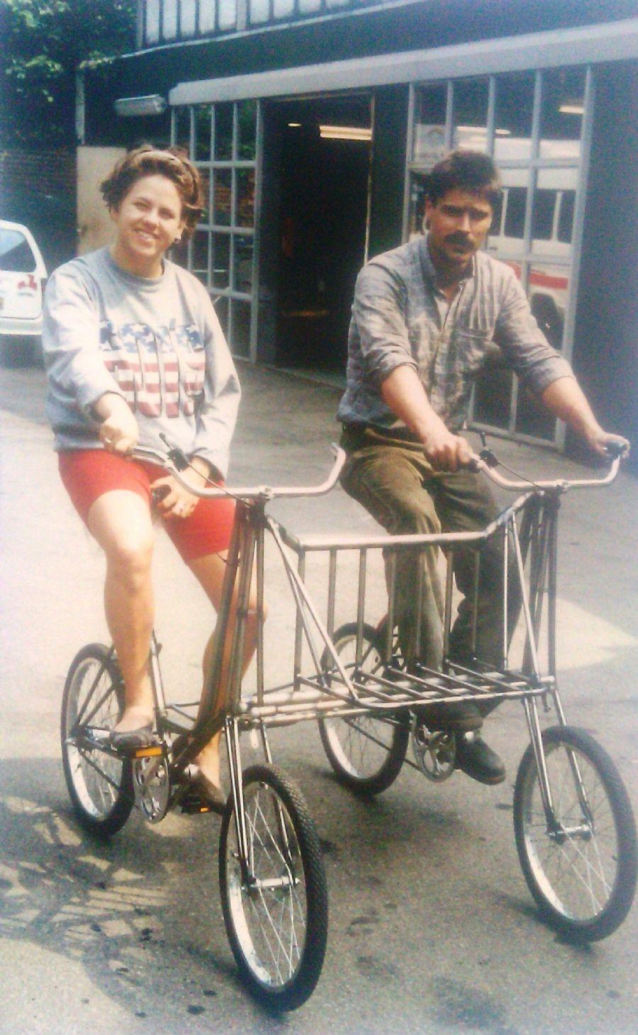 Billedet Morsom dobbeltcykel med lad.